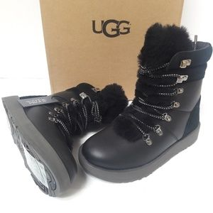 a6499bc3eae UGG Boots size 5.5